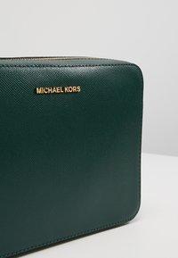 MICHAEL Michael Kors - JET SET TRAVEL CROSSBODY - Across body bag - racing green - 6
