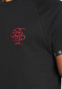 Brave Soul - T-shirt con stampa - jet black/ red - 5