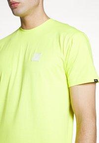 Vans - RETRO SPORT  - T-Shirt print - sulphur spring - 5