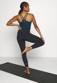 Sweaty Betty - SUPER SCULPT 7/8 YOGA LEGGINGS - Legging - black marl - 2