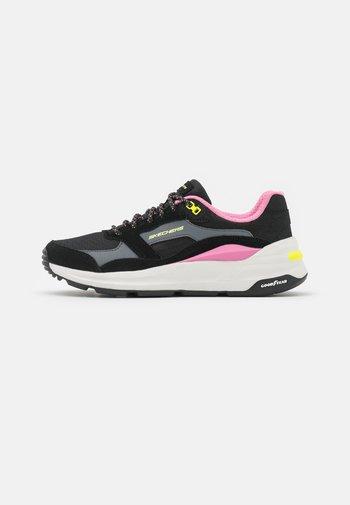 GLOBAL JOGGER - Sneakers laag - black/multicolor/pink