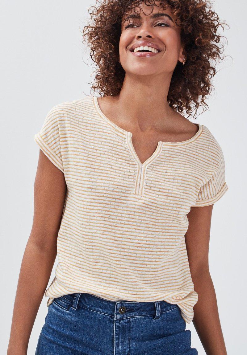 BONOBO Jeans - Print T-shirt - jaune