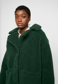 Monki - MALOU - Zimní kabát - green - 4