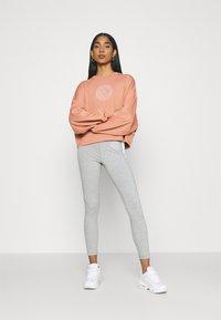 Nike Sportswear - FEMME CREW - Sweatshirt - terra blush/terra blush/orange pearl - 1