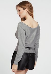 Guess - FRONTAL STRASS - Sweatshirt - gris - 2