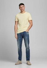 Jack & Jones - T-shirt - bas - flan - 1
