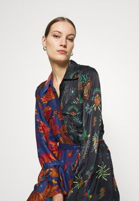 Farm Rio - DARK JUNGLE SKY DRESS - Shirt dress - multi - 3