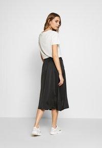 Vero Moda - VMGABBI CALF SKIRT - Áčková sukně - black - 2