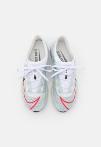 Nike Performance - ZOOM FLY 3 - Neutral running shoes - white/black/hyper violet/flash crimson - 3