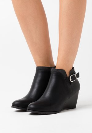 WIDE FIT WAGER - Ankle boots - black