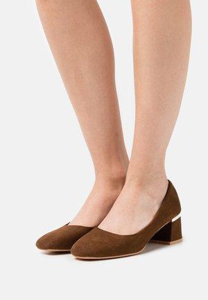 ESPERANZA - Klassiske pumps - brown