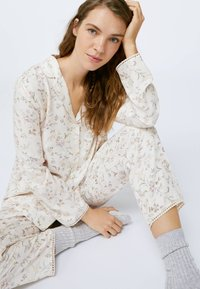 OYSHO - Nattøj trøjer - beige - 4