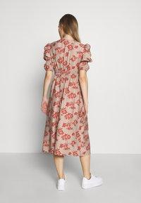 Glamorous Bloom - DRESS - Sukienka letnia - stone/rust flower - 2
