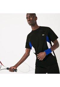 Lacoste Sport - TH4827 - Print T-shirt - noir / bleu / blanc / blanc - 0