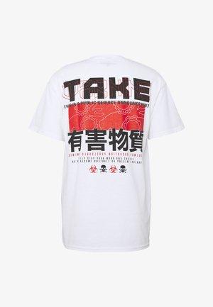 TAKEWARNING - Print T-shirt - white