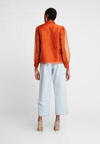 Vero Moda - VMAVA ORGANZA - Button-down blouse - Košile - cinnamon stick - 2