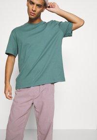 BDG Urban Outfitters - PANT - Kangashousut - lilac - 4