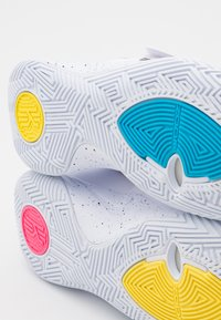 Nike Performance - KYRIE FLYTRAP III - Basketball shoes - white/black/blue fury/optic yellow/digital pink - 5