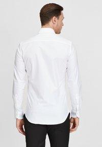 PROFUOMO - Formal shirt - white - 2
