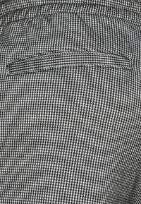 Denim Project - ELASTIC - Shorts - white/black - 2