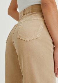 PULL&BEAR - Flared Jeans - mottled beige - 3
