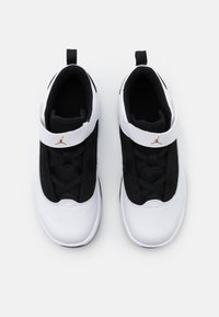 Jordan - MAX AURA 2 - Basketbalové boty - white/metallic gold/black - 3