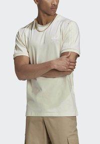 adidas Originals - ADICOLOR 3-STRIPES NO-DYE T-SHIRT - T-shirt basique - white - 5