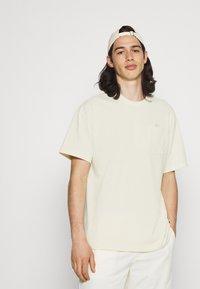 Nike Sportswear - TEE POCKET - T-shirt - bas - coconut milk - 3