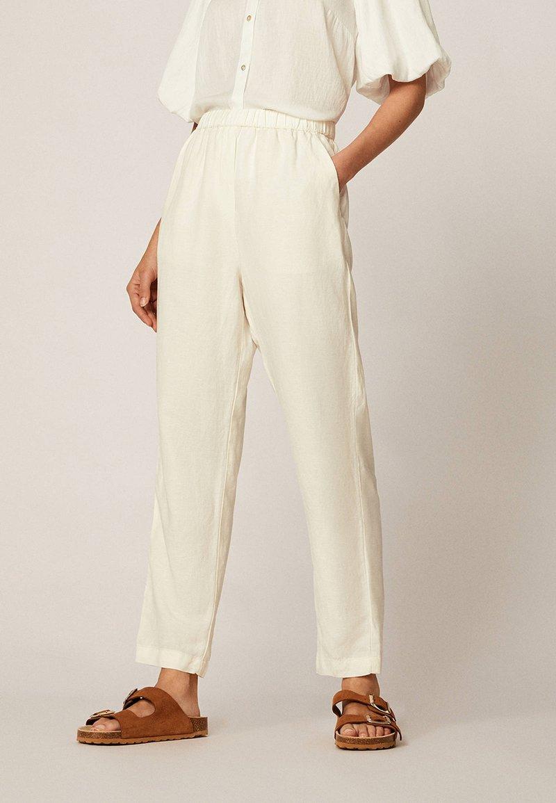 OYSHO - Trousers - white