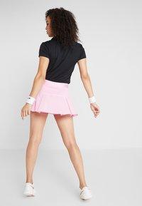 Nike Performance - VICTORY SKIRT - Sportovní sukně - pink rise/white - 2