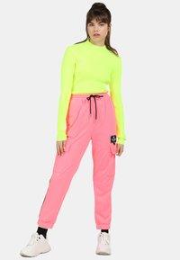 myMo ATHLSR - Trainingsbroek - neon pink - 1