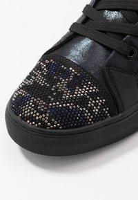 Steve Madden - RIOT - Sneakers hoog - black/silver - 5