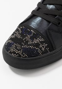 Steve Madden - RIOT - Sneakersy wysokie - black/silver - 5