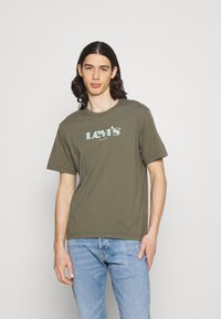 Levi's® - SS RELAXED FIT TEE - Print T-shirt - dusty olive - 0