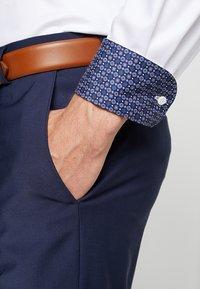 OLYMP - Formal shirt - weiss - 4