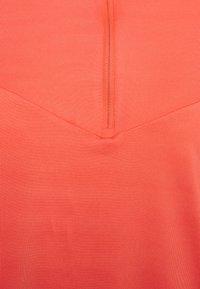 Nike Performance - ELEMENT TRAIL MIDLAYER - Sports shirt - magic ember/reflective silver - 2