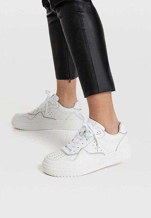 MIT DETAILS  - Sneakersy niskie - white