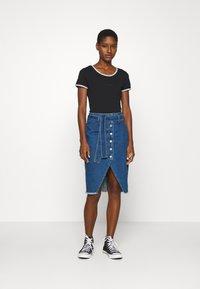 Calvin Klein Jeans - LOGO TRIM BODY - Print T-shirt - black - 1
