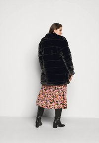 CAPSULE by Simply Be - STEPPED COAT - Classic coat - black - 2