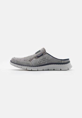 Clogs - grigio/denim
