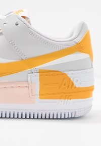Nike Sportswear - AIR FORCE 1 SHADOW - Joggesko - vast grey/pollen rise/washed coral/white