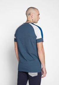Gym King - CORE PLUS  - Camiseta estampada - bearing sea - 2