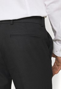 Isaac Dewhirst - RECYCLED TUX SLIM FIT - Completo - black - 11