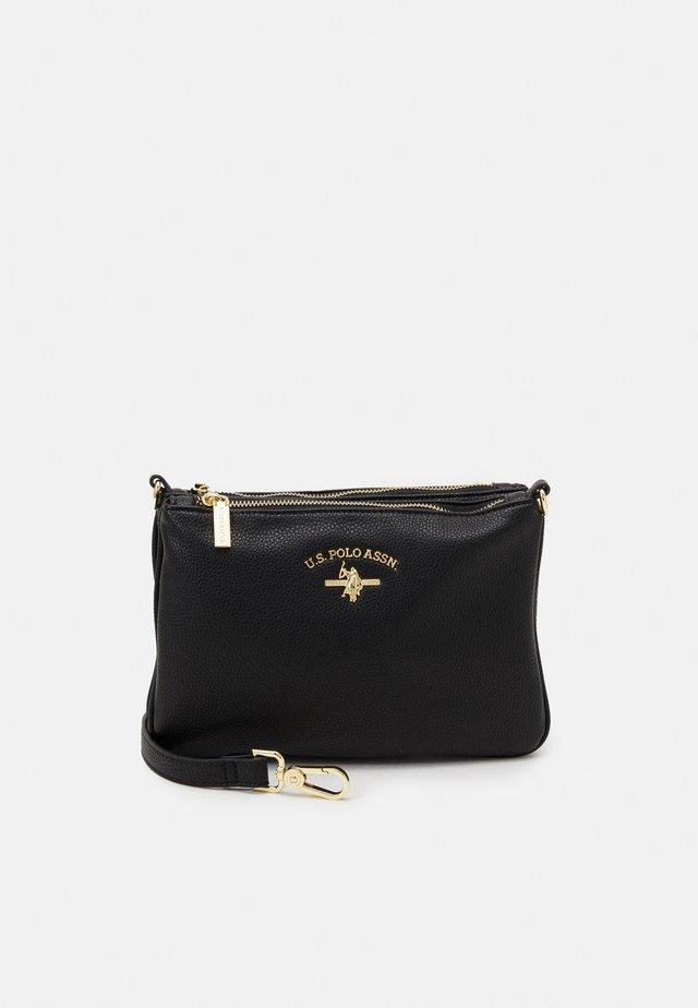 STANDFORD DOUBLE FLAT CROSSBODY - Across body bag - black