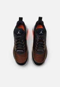 Jordan - MAX 200 - Sneakers basse - black/reflective silver/light smoke grey/dark smoke grey/total orange - 3