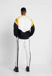 Nike Sportswear - AIR PANT - Træningsbukser - summit white/summit white/black - 2