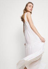Pepe Jeans - BRENDA - Długa sukienka - off white - 5