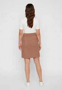 Vero Moda - VMTOYA HERRINGBONE SKIRT - A-line skirt - cognac - 2