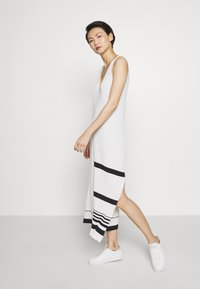 MRZ - KNIT DRESS SLEEVLESS - Pletené šaty - beige - 0