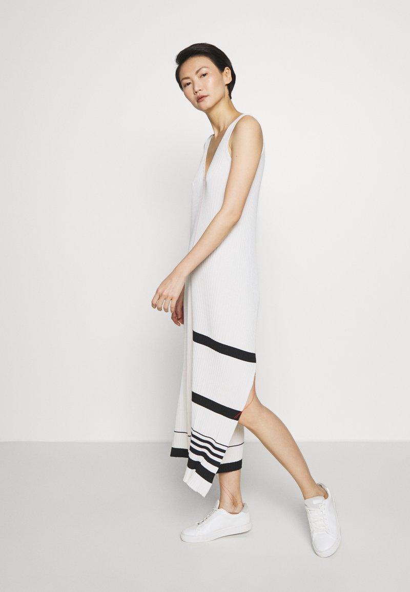 MRZ - KNIT DRESS SLEEVLESS - Pletené šaty - beige